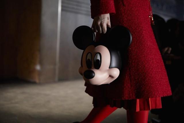Disney đã xây dựng thương hiệu Chuột Mickey trị giá 3 tỷ USD bằng cách bán các sản phẩm cho người lớn như thế nào? (P1) - Ảnh 1.