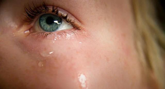 Tại sao nước mắt lại mặn? - Ảnh 1.