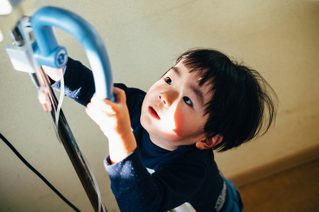 Bộ ảnh em bé Nhật Bản đáng yêu làm tan chảy người xem, thế nhưng lại ẩn chứa câu chuyện cảm động đầy nước mắt đằng sau - Ảnh 13.