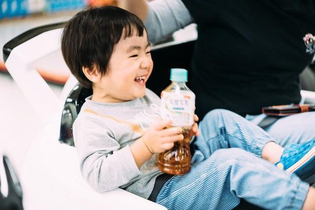 Bộ ảnh em bé Nhật Bản đáng yêu làm tan chảy người xem, thế nhưng lại ẩn chứa câu chuyện cảm động đầy nước mắt đằng sau - Ảnh 5.
