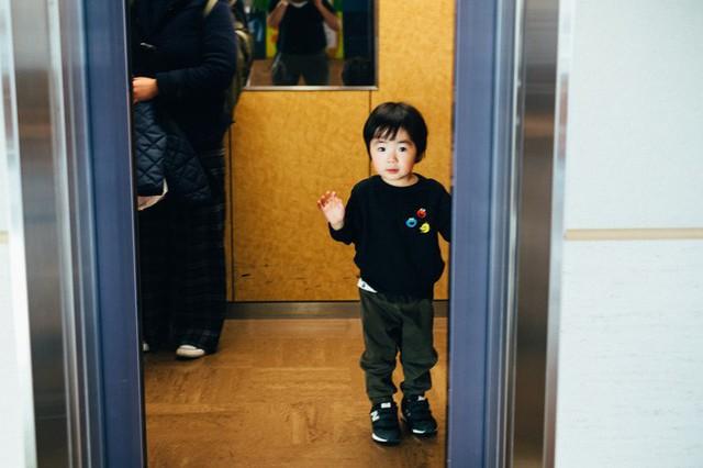 Bộ ảnh em bé Nhật Bản đáng yêu làm tan chảy người xem, thế nhưng lại ẩn chứa câu chuyện cảm động đầy nước mắt đằng sau - Ảnh 9.