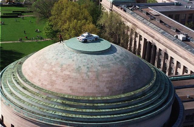 Một nhóm fan Marvel biến Mái vòm Lớn của MIT thành khiên vibranium khổng lồ để tri ân Captain America - Ảnh 3.