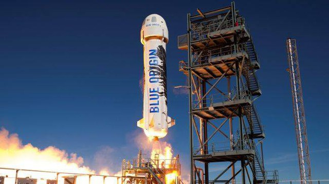 Cuộc đua hàng tỷ USD lên cung trăng giữa Jeff Bezos và Elon Musk: Ai sẽ thắng? - Ảnh 1.