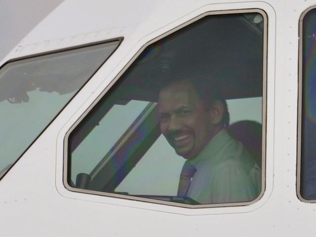 Sở hữu 500 siêu xe Rolls-Royce, Quốc vương Brunei sống xa hoa như thế nào? - Ảnh 4.