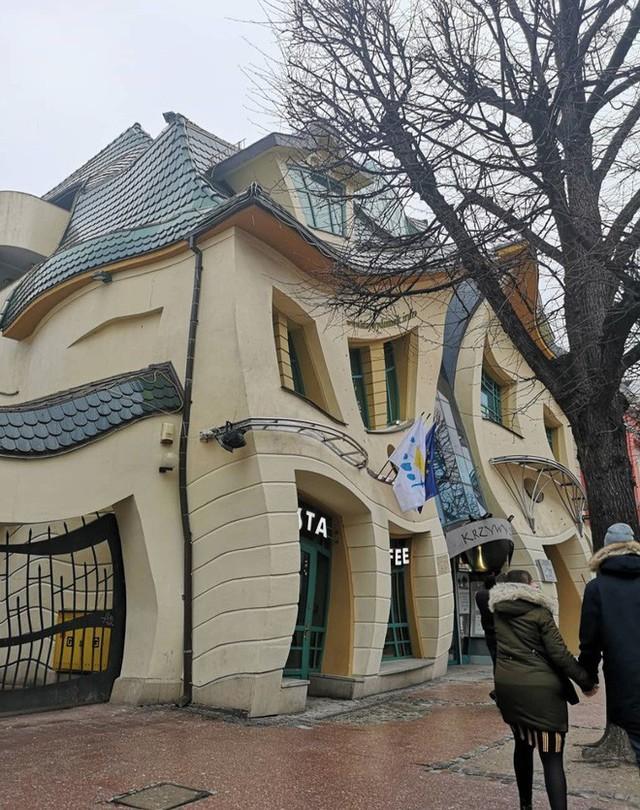 Đây là Krzywy Domek - Toà nhà tại Ba Lan có thiết kế xiêu vẹo, nhìn vào như đang bị ảo giác - Ảnh 3.