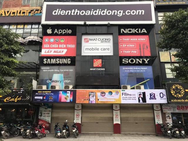 Điện thoại Nhật Cường xuống giá thê thảm sau khi cửa hàng bị khám xét - Ảnh 1.