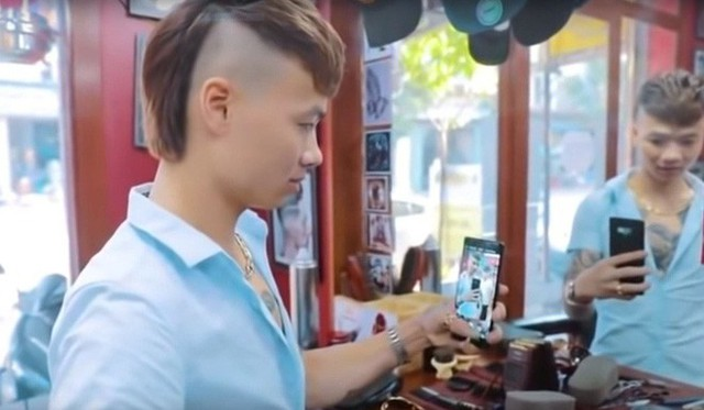 Báo ngoại: Facebook, Youtube và giang hồ mạng đang gián tiếp làm hỏng giới trẻ Việt Nam - Ảnh 1.