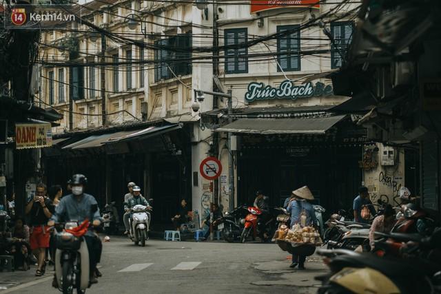 Chiều chiều đảo vài vòng giữa phố xá Hà Nội mà ngỡ như cuối Đông - Tết sắp về - Ảnh 19.