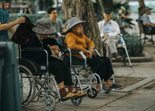 Chiều chiều đảo vài vòng giữa phố xá Hà Nội mà ngỡ như cuối Đông - Tết sắp về - Ảnh 25.
