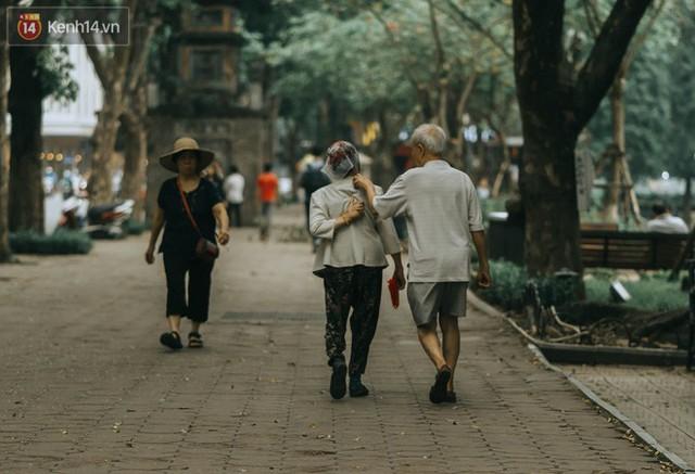 Chiều chiều đảo vài vòng giữa phố xá Hà Nội mà ngỡ như cuối Đông - Tết sắp về - Ảnh 27.