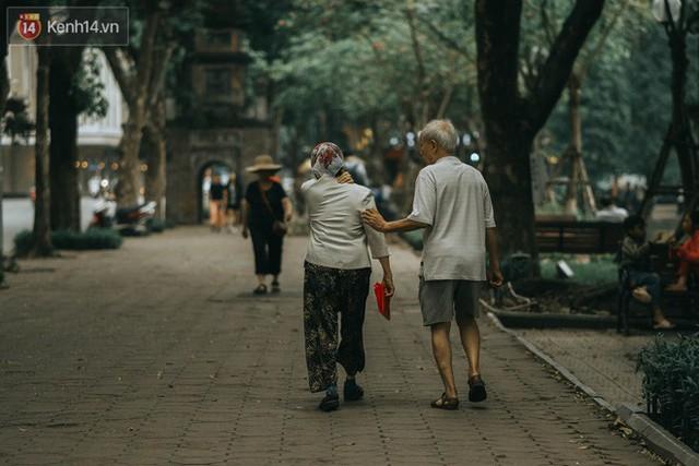 Chiều chiều đảo vài vòng giữa phố xá Hà Nội mà ngỡ như cuối Đông - Tết sắp về - Ảnh 28.