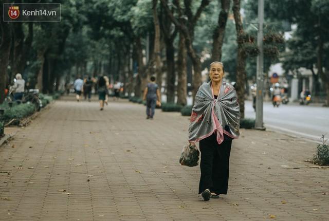 Chiều chiều đảo vài vòng giữa phố xá Hà Nội mà ngỡ như cuối Đông - Tết sắp về - Ảnh 7.