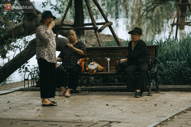 Chiều chiều đảo vài vòng giữa phố xá Hà Nội mà ngỡ như cuối Đông - Tết sắp về - Ảnh 8.