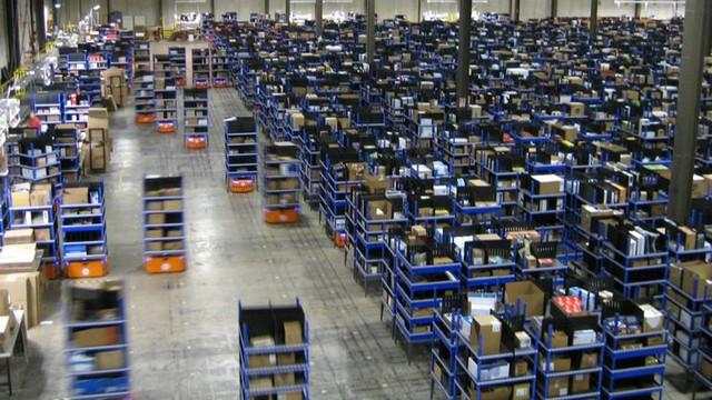 Cam kết giao hàng chỉ trong một ngày, Amazon đẩy cuộc chiến thương mại điện tử sang một địa hạt mới - Ảnh 1.