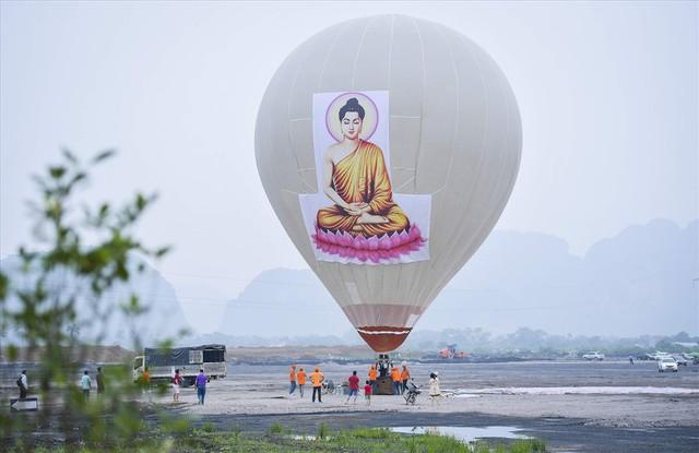 Hàng vạn người dân nườm nượp về Tam Chúc dự Đại lễ Phật đản 2019 - Ảnh 11.