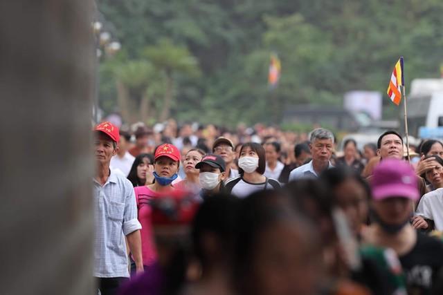 Hàng vạn người dân nườm nượp về Tam Chúc dự Đại lễ Phật đản 2019 - Ảnh 14.