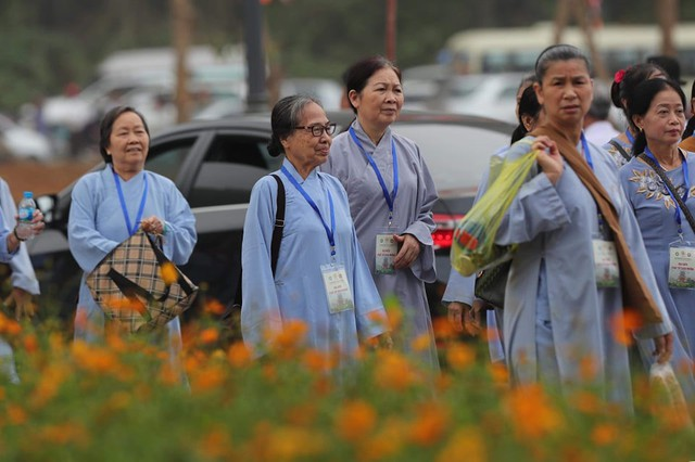 Hàng vạn người dân nườm nượp về Tam Chúc dự Đại lễ Phật đản 2019 - Ảnh 16.