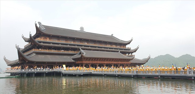 Hàng vạn người dân nườm nượp về Tam Chúc dự Đại lễ Phật đản 2019 - Ảnh 17.