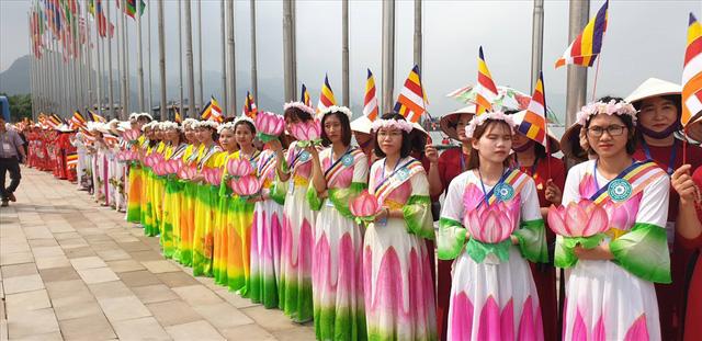 Hàng vạn người dân nườm nượp về Tam Chúc dự Đại lễ Phật đản 2019 - Ảnh 19.