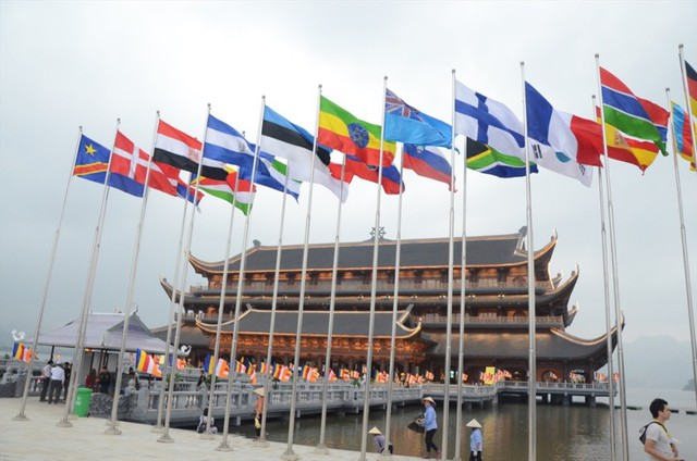 Hàng vạn người dân nườm nượp về Tam Chúc dự Đại lễ Phật đản 2019 - Ảnh 4.