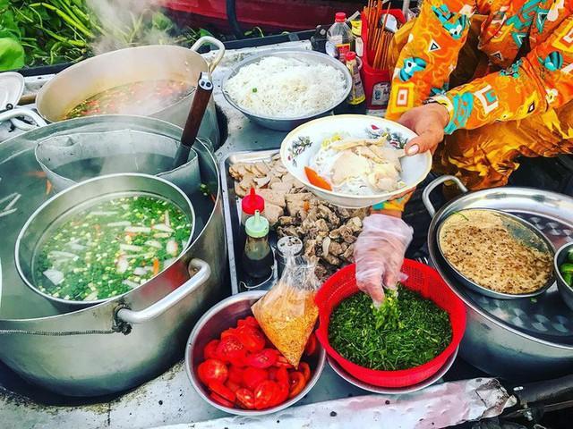 Liên tục được đầu bếp nổi tiếng Mỹ, Hàn Quốc ca ngợi, thì ra đây là những bí mật của hủ tiếu chợ nổi Cái Răng - Ảnh 8.