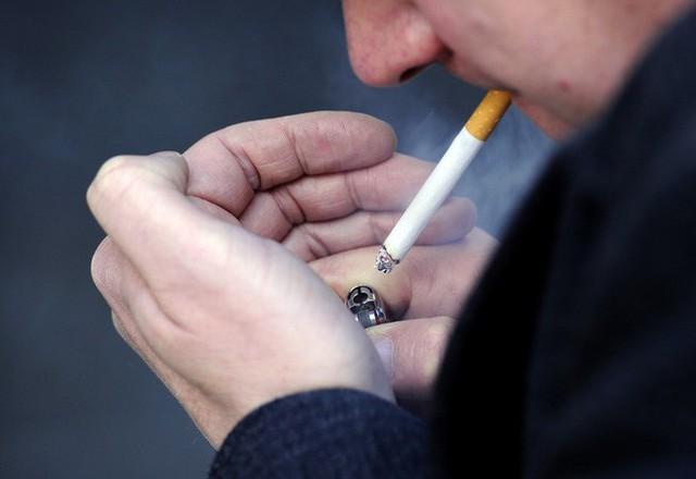 Khoa học chứng minh: Hút thuốc lá khiến cậu nhỏ bị rụt - Ảnh 1.