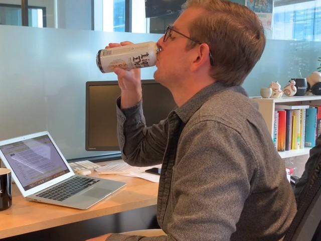 Startup làm dậy sóng cộng đồng mạng khi gọi vốn 1,6 triệu USD nhờ kinh doanh... nước lọc đóng lon - Ảnh 2.