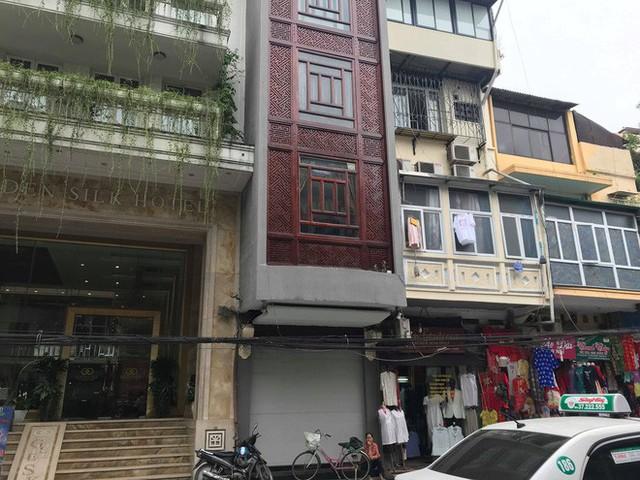 Sau hai năm đóng cửa, cửa hàng KhaiSilk tu sửa, gỡ biển hiệu - Ảnh 3.