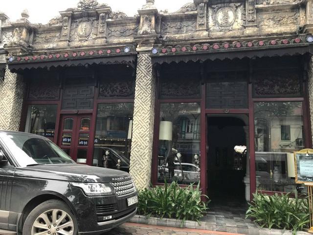 Sau hai năm đóng cửa, cửa hàng KhaiSilk tu sửa, gỡ biển hiệu - Ảnh 4.