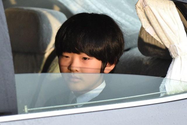 Hoàng tử Hisahito, người kế vị cuối cùng của Hoàng gia Nhật giờ ra sao sau khi bị kẻ lạ mặt đột nhập vào trường học, dùng dao đe dọa - Ảnh 2.
