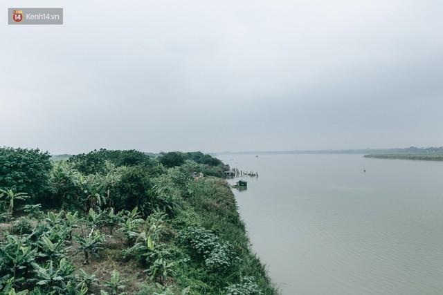 Sân tập thể hình tự chế của các lão bối: Vừa tập, vừa có thể ngắm sông Hồng và cầu Long Biên - Ảnh 1.