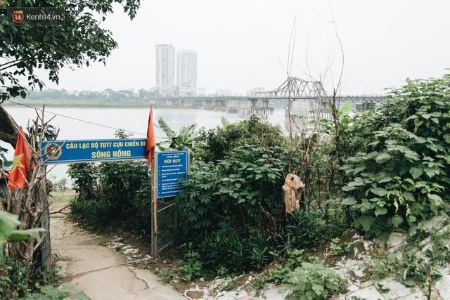Sân tập thể hình tự chế của các lão bối: Vừa tập, vừa có thể ngắm sông Hồng và cầu Long Biên - Ảnh 2.