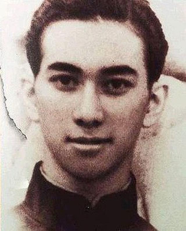 Vua sòng bạc Macau Hà Hồng Sân thời trẻ: Đẹp trai, giàu có, hoàn hảo hơn tất cả các nam thần trong ngôn tình - Ảnh 1.