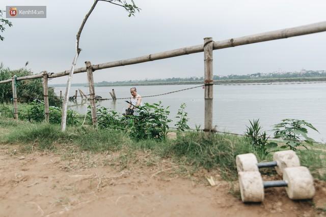 Sân tập thể hình tự chế của các lão bối: Vừa tập, vừa có thể ngắm sông Hồng và cầu Long Biên - Ảnh 6.
