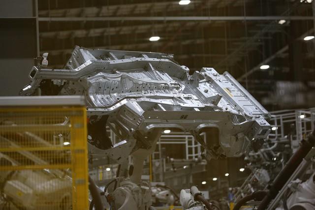 Hé lộ hình ảnh bên trong nhà máy sản xuất ô tô sắp khánh thành của VinFast - Ảnh 6.
