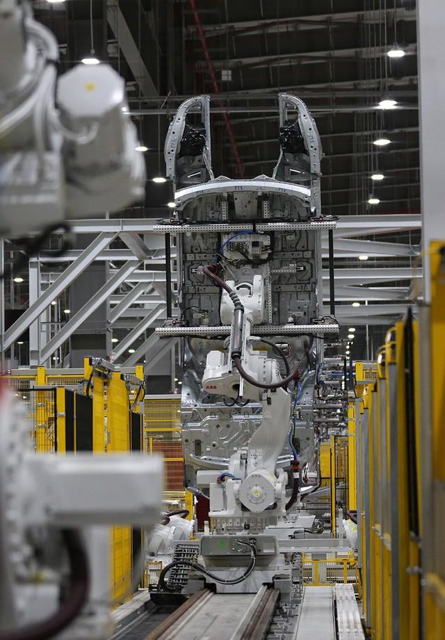 vinfast - 1p0a4450 15579628919071501770549 crop 15579636803881022158884 - Hé lộ hình ảnh bên trong nhà máy sản xuất ô tô sắp khánh thành của VinFast