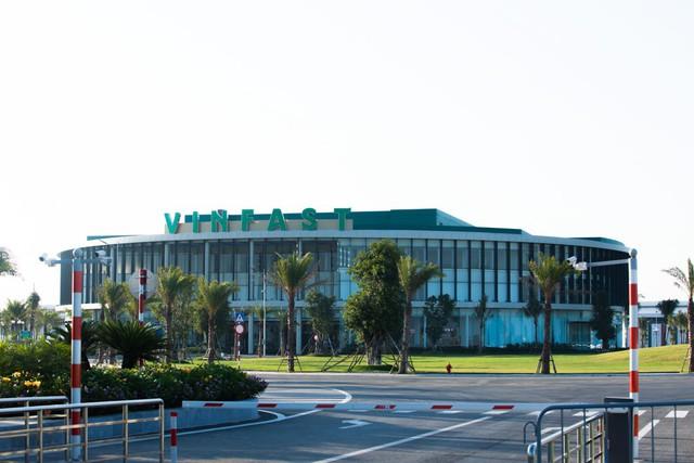 Hé lộ hình ảnh bên trong nhà máy sản xuất ô tô sắp khánh thành của VinFast - Ảnh 1.