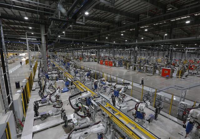 vinfast - bu8a7400 15579628919111231870387 crop 15579636498111648293575 - Hé lộ hình ảnh bên trong nhà máy sản xuất ô tô sắp khánh thành của VinFast