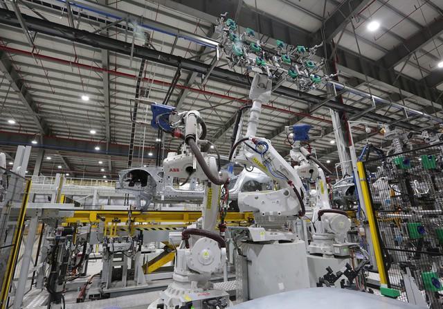 vinfast - bu8a7425 15579628919141238219537 crop 1557963594987766851758 - Hé lộ hình ảnh bên trong nhà máy sản xuất ô tô sắp khánh thành của VinFast