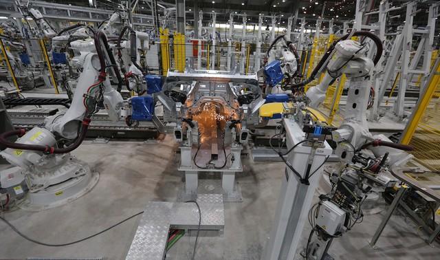 vinfast - bu8a7517 1557962891929929546034 crop 15579635278571919850866 - Hé lộ hình ảnh bên trong nhà máy sản xuất ô tô sắp khánh thành của VinFast