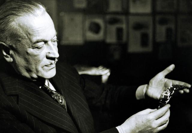 Nhà sáng lập Rolex đã sử dụng tuyệt chiêu ngư ông đắc lợi để trở nên giàu có từ Thế chiến I như thế nào? - Ảnh 2.