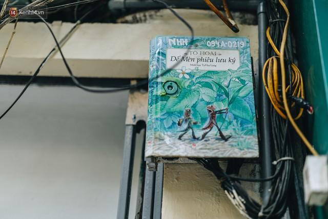 Ngộ nghĩnh và đáng yêu với những bức tranh được vẽ lên các hộp điện cũ kỹ ở phố cổ Hà Nội, tác giả là một gương mặt lạ mà quen - Ảnh 20.