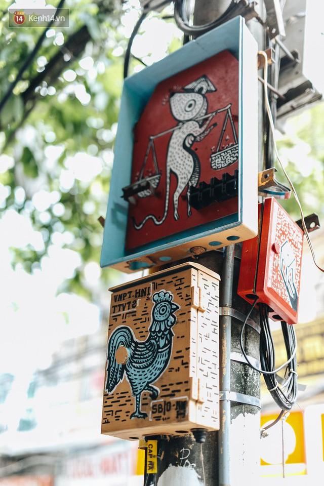 Ngộ nghĩnh và đáng yêu với những bức tranh được vẽ lên các hộp điện cũ kỹ ở phố cổ Hà Nội, tác giả là một gương mặt lạ mà quen - Ảnh 13.