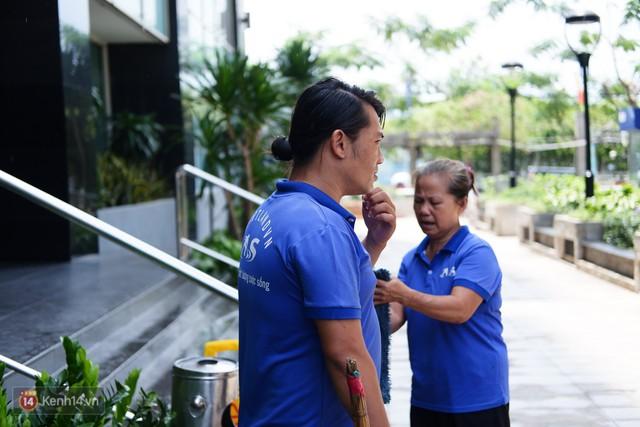 Nhặt được 7.400 USD trong bao rác, hai mẹ con lao công ở Sài Gòn trả lại cho khách Tây: Em muốn sống bằng chính đồng tiền mình tạo ra - Ảnh 7.