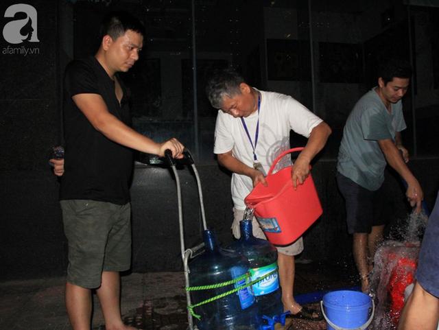Hà Nội: Giữa đợt nắng nóng đỉnh điểm, 200 hộ dân chung cư nhốn nháo vì mất nước sinh hoạt - Ảnh 3.