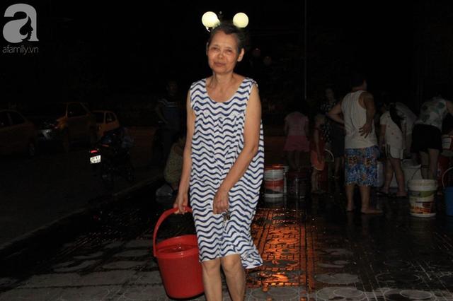 Hà Nội: Giữa đợt nắng nóng đỉnh điểm, 200 hộ dân chung cư nhốn nháo vì mất nước sinh hoạt - Ảnh 4.
