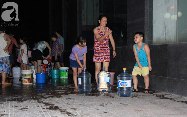 Hà Nội: Giữa đợt nắng nóng đỉnh điểm, 200 hộ dân chung cư nhốn nháo vì mất nước sinh hoạt - Ảnh 10.