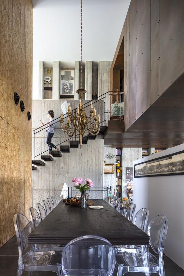 [Ảnh] Ngôi nhà mang phong cách viện bảo tàng, lưu giữ hàng nghìn kỷ vật - Ảnh 13.