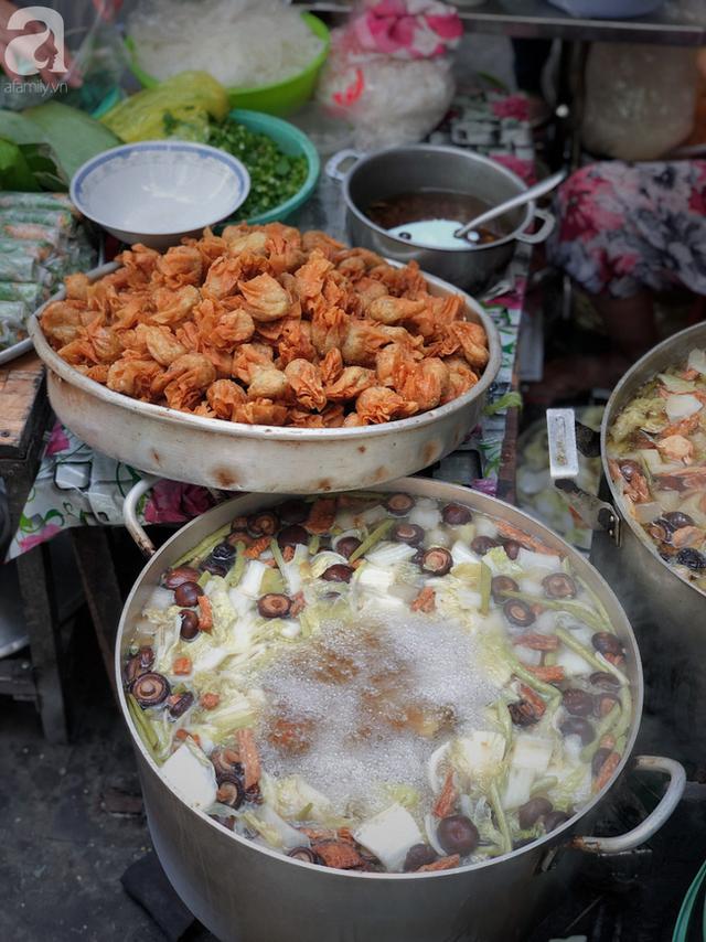 Quán ăn nhỏ hơn 40 năm tuổi góp phần làm nên văn hóa ẩm thực hẻm Sài Gòn: 7 ngày bán 7 món khác nhau, tuyệt hảo nhất chính là món chay - Ảnh 9.