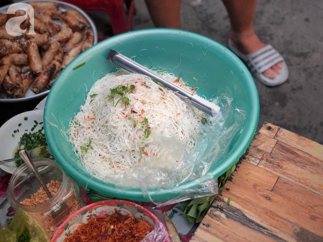 Quán ăn nhỏ hơn 40 năm tuổi góp phần làm nên văn hóa ẩm thực hẻm Sài Gòn: 7 ngày bán 7 món khác nhau, tuyệt hảo nhất chính là món chay - Ảnh 10.